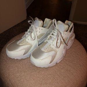 White Nike Huaraches